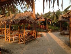 Bamboo Beach Bar Cafe & Restaurant