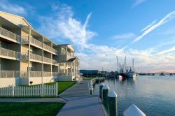 Hampton Inn and Suites Chincoteague-Waterfront
