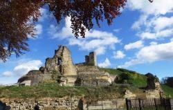 Ruines du château et Cave Velvet