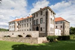 Nelahozeves Castle