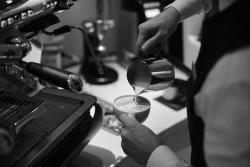 Adlon To Go Coffee Shop