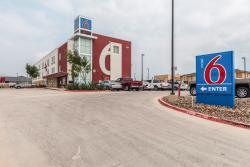 모텔 6 라레도, 텍사스