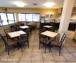Breakfast Lounge at the BEST WESTERN St. Louis Inn