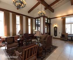 Lobby at the Best Western Plus Greenwell Inn