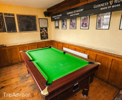 Mother Reillys Bar at the Uppercross House Hotel