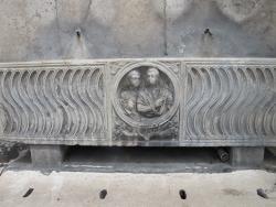 Fontane Sarcofago in Piazza del Popolo