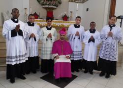 Dia de festa na Catedral Santo Antônio. Na foto estão os cerimoniários do bispo e o Bispo dioces