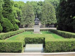 Lu Xun Memorial and Gravesite