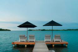 frente al caribe en la tranquila ensenada de cholon