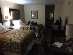 Nuestra habitación. Un poco oscura. Cama cómoda y limpieza mejorable