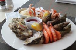 Le Restaurant Ibis Granville Port De Plaisance