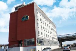 La Quinta Inn & Suites Far Rockaway - JFK Airport
