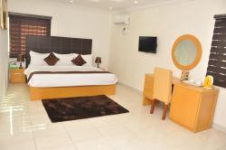 Double-A Suites & Lounge