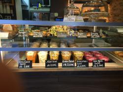 Ellys Back & Café