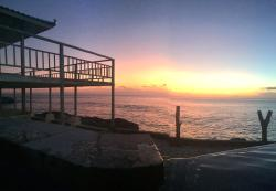 A hidden gem. Most amazing view for an incredible sunset. Friendly staff, comfortable bed and lo