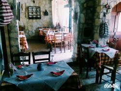 Petrolychnos Traditional Taverna
