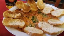 El Carpaccio de salmón....con aceitunas y alcaparras...y un chorrito de oliva
