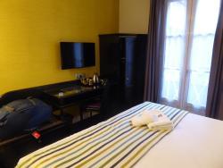 Comfortable hotel near train station