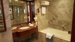 balcony suite en suite bathroom