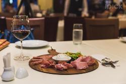 La Piazza Italian Restaurant & Pizzeria