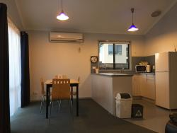 Highly recommended! Cosy apartment , clean and well maintained.