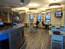 Modern 3* hotel met attent personeel en goede keuken.