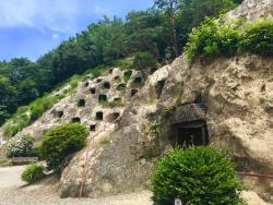 Yoshimi Hyakuana Tombs