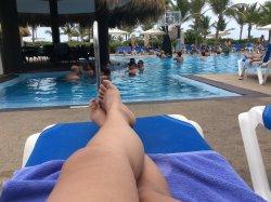 Muchas piscinas para todos los gustos, niños, jóvenes , adultos, etc... Con entreténciones para