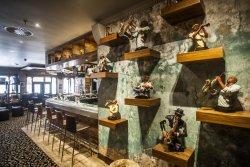 Riffs Bar & Grill