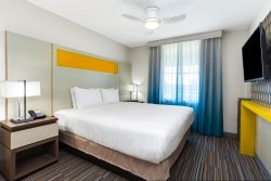 Unwind after a day at the theme parks in a plush queen bed in a queen suite