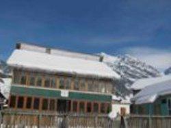 Snow Mount Guest House Aru