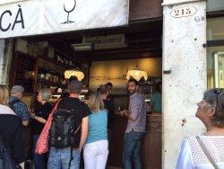 Esta es la foto del bar, como veis es pequeño, pero no por ello tiene menos encantos que otros!!