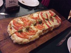 Pizza por metro riquísima!