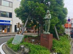 Statue of Garasu no Usagi