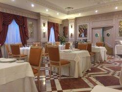 Hotel in stile, ottima cucina, stanze migliorabili