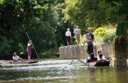 Magdalen Bridge Boathouse - Punting Tours