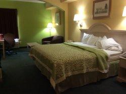 Days Inn & Suites Murfreesboro