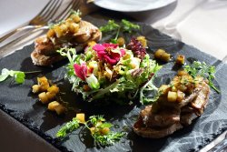 Теплый салат с перепелкой и фуа гра!