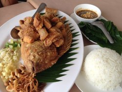 Fried whole red fish with seasoning herbs ($8) - must try