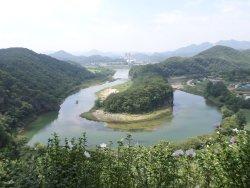 Korean Peninsula-shaped Cliffs (Seonam Village)