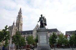 Hugo de Groot Monument