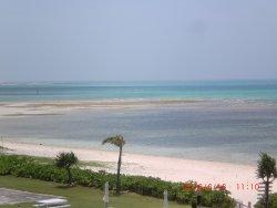 2kmの白砂ビーチ