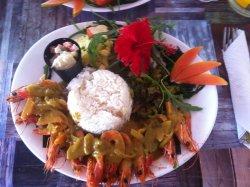 Poelée de crevette calédonnienne, curry coco combawa, riz au coco