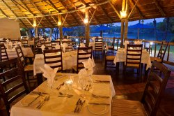 Amulonga Restaurant at Azambezi River Lodge