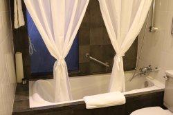Salle de bain petite mais correcte