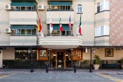 Aliana Hotel & Suites