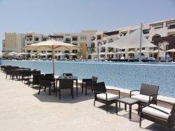 fajny nowoczesny hotel z pięknymi plażami :)