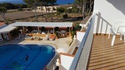 La nostra camera confortevole 207 con balcone vista piscina