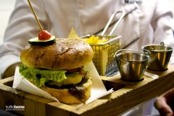 Cheeseburger detail