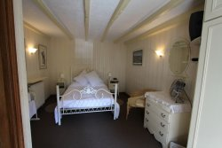 Les Glycines Bed & Breakfast
